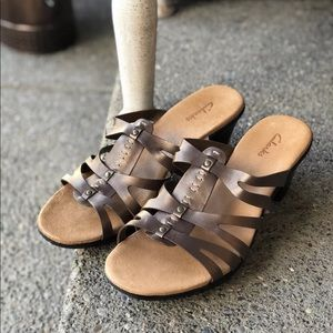 CLARKS Bendable Carrie Rose Strappy Leather Sandal